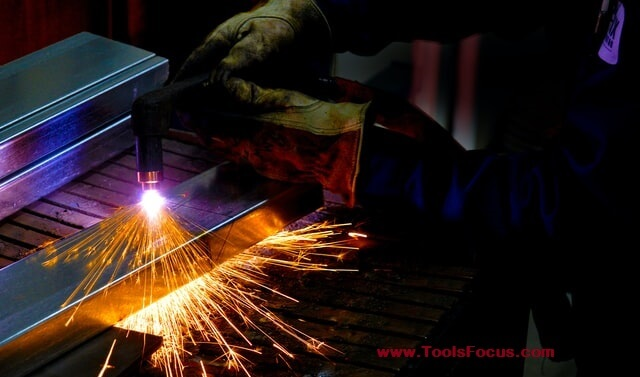 Set Up And Use a Plasma Cutter